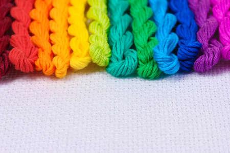 cornrows: hilos de coser para el bordado en algod�n blanco