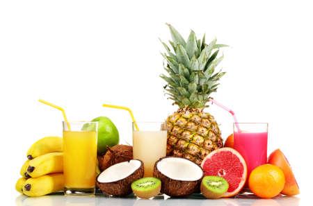 fruit juice: Frutti tropicali e succo isolato su bianco