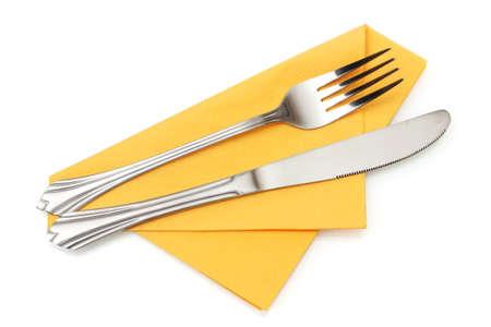 cuchillo: Tenedor y cuchillo en un pa�o de color amarillo aislado en blanco