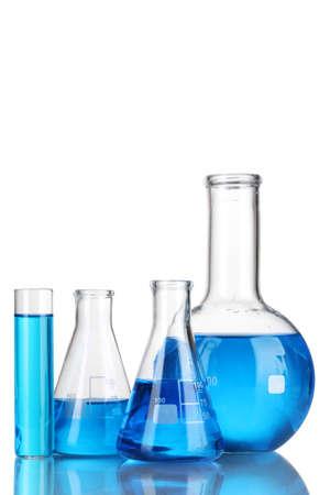 drug discovery: Provette con il liquido blu isolato su bianco Archivio Fotografico