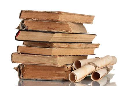old books: Stapel alter B�cher und bl�ttern isoliert auf wei�