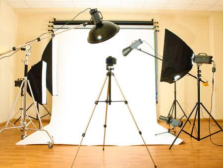 Studio fotografico vuoto con illuminazione