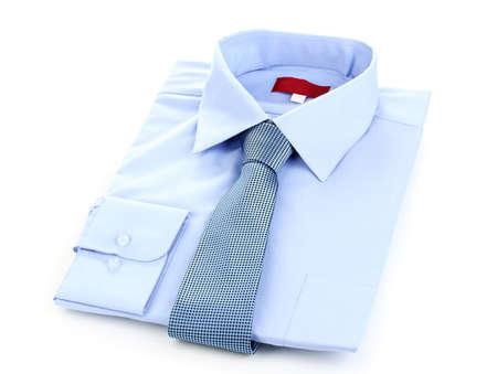 lazo regalo: Nueva camisa de hombre azul y corbata aislados en blanco Foto de archivo