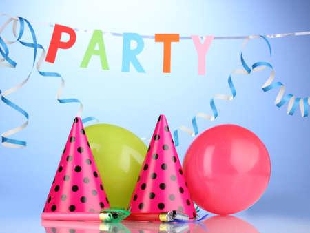festive occasions: Art�culos de fiesta sobre fondo azul Foto de archivo
