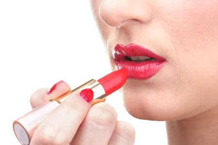 faire l amour: belle femme est l'application de ses l�vres de rouge � l�vres rouge Banque d'images
