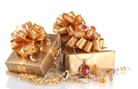 collares: Joyas de oro y los regalos Varios aislados en blanco