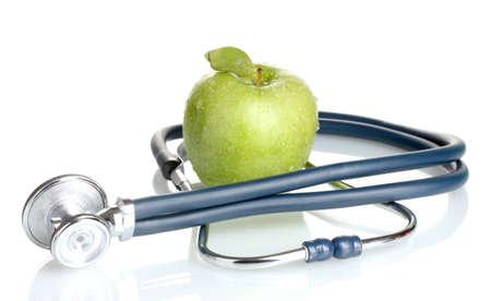 Stetoscopio medico e mela verde isolato su bianco