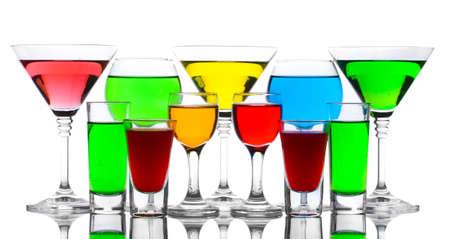 bebidas frias: c�cteles sin alcohol aislados en blanco