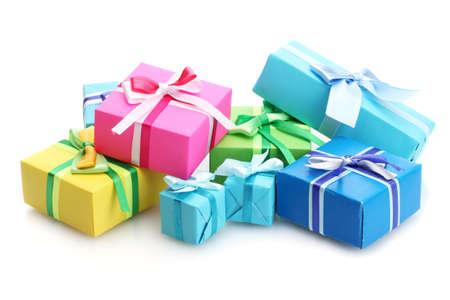 envolturas: regalos con lazos brillantes aislados en blanco