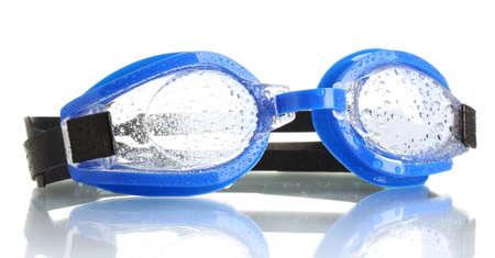 swim goggles: gafas de nataci�n azul con gotas aisladas en blanco