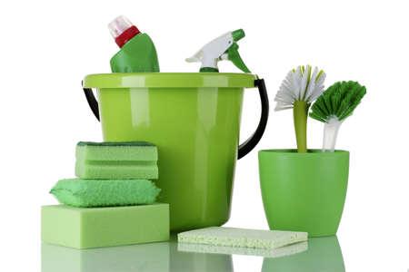 personal de limpieza: productos de limpieza aislados en blanco
