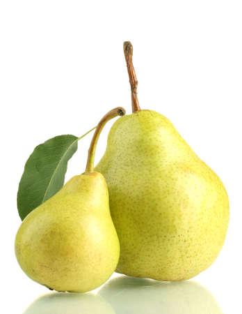 梨: 白で隔離されるジューシーな風味豊かな梨