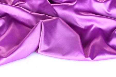 purple silk: pa�o de seda p�rpura aislado en blanco