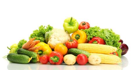 coliflor: Las verduras frescas aisladas en blanco