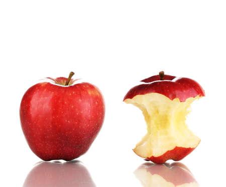 사과: 레드 물린 애플과 흰색에 고립 된 전체 사과