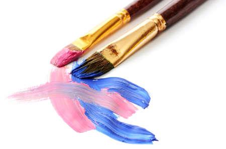 two stroke: Pintura gouache abstracto y cepillos, aislado en blanco
