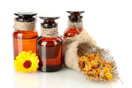 homeopatia: frascos de medicamentos y cal�ndula, aislados en blanco