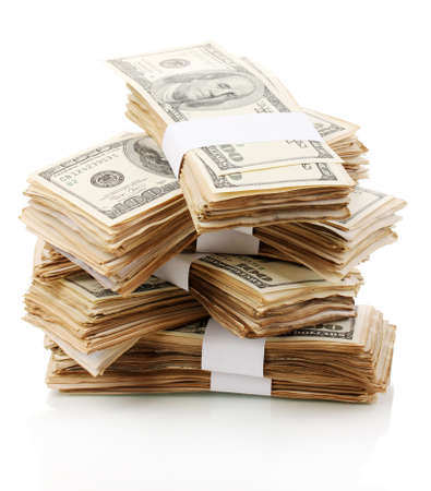 金持ち: 白で隔離される 100 ドル紙幣のクローズ アップのスタック