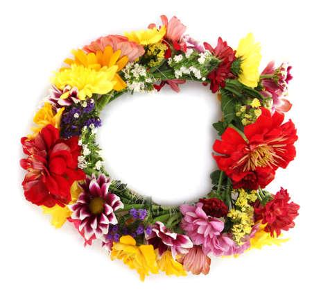 krans van mooie zomer bloemen, geïsoleerd op wit
