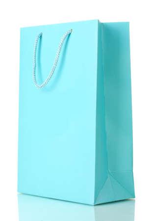 白で隔離される青のショッピング バッグ