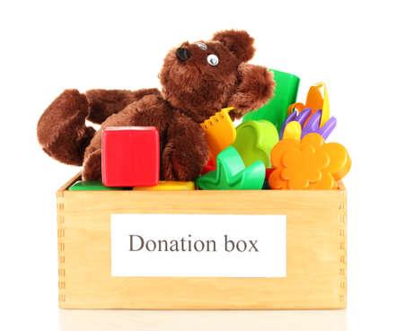 juguetes de madera: Donaci�n caja con juguetes de los ni�os aislados en blanco Foto de archivo
