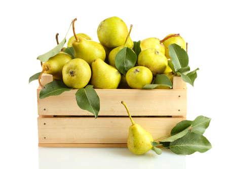 pera: Jugosas peras sabrosas en caja aislada en blanco