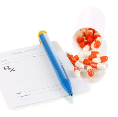 recetas medicas: Farmac�utico con receta p�ldoras aisladas en blanco Foto de archivo