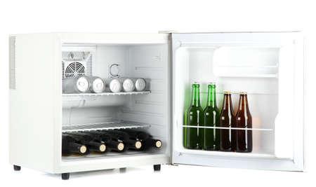 Mini Kühlschrank Glas : Mini kühlschrank voller flaschen saft soda und obst isoliert auf