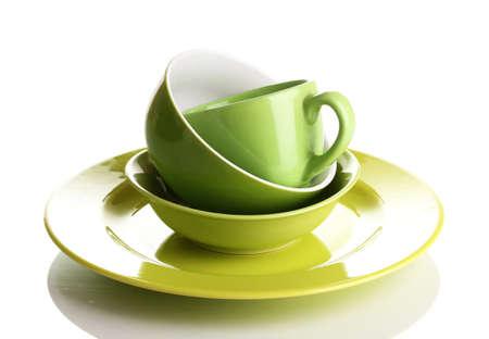 Groene servies op wit wordt geïsoleerd