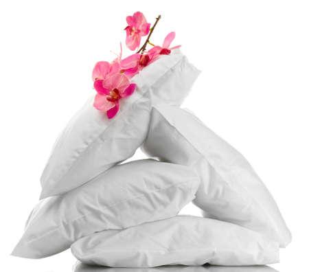 almohadas y flores, aislado en blanco