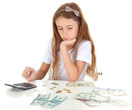 bambini seduti: bella bambina con il denaro, isolato su bianco