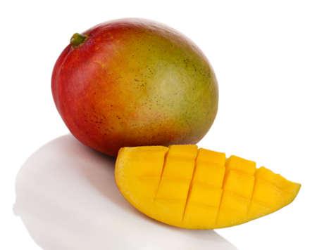 mango fruta: Mango maduro apetitoso aislado en blanco