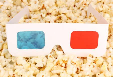 entracte: lunettes de cin�ma sur fond pop-corn