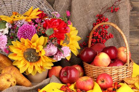 Automne coloré morte avec pommes