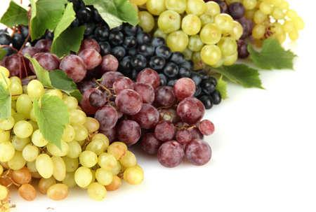 uvas: surtido de dulces uvas maduras aislados en blanco Foto de archivo