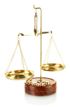orden judicial: Escamas de oro de la justicia aislado en blanco