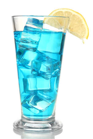 blue lagoon: Lagoon cocktail blu isolato su bianco