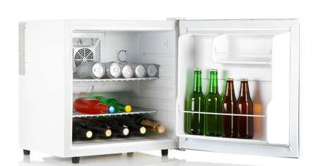 Mini Kühlschrank Mit Glastür : Kühlschrank mit glastür getränk auf schwarzem hintergrund