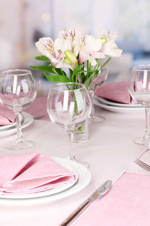 Elegant table setting in restaurant Stock Photo - 17143460