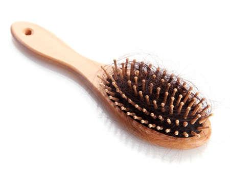 cepillo de peine con el cabello perdido, aislado en blanco