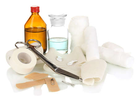 botiquin de primeros auxilios: Botiqu�n de primeros auxilios para vendaje aislado en blanco
