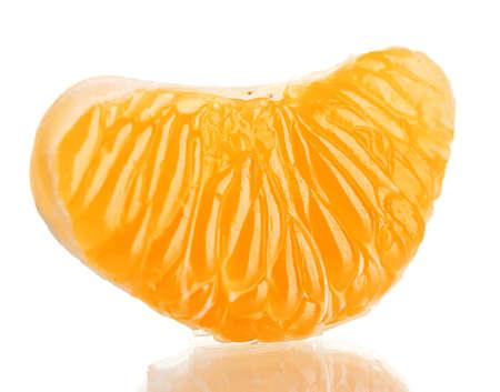 orange peel clove: Ripe tangerine dolce chiodi di garofano, isolato su bianco
