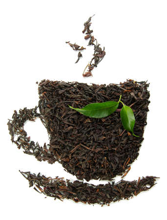 teepflanze: Dry schwarzer Tee mit gr�nen Bl�ttern, isoliert auf wei� Lizenzfreie Bilder