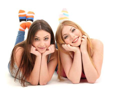 mejores amigas: Dos amigos de la chica sonriente aislados en blanco