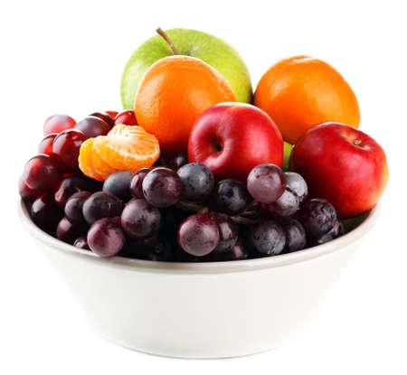 Kom met fruit, geïsoleerd op wit Stockfoto