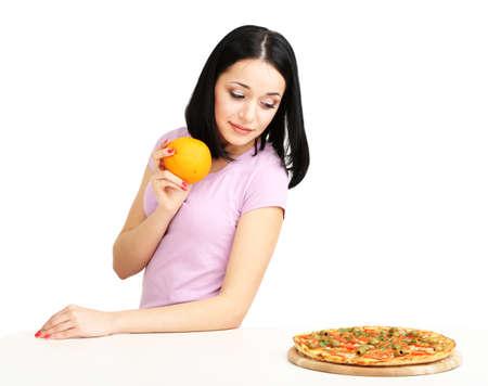 selects: Bella ragazza sceglie la pizza o la dieta isolato su bianco Archivio Fotografico