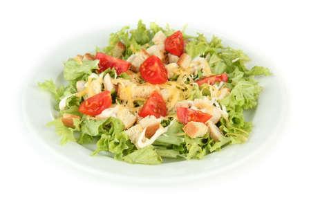 ensalada cesar: Ensalada C?sar en el plato blanco, aislados en blanco Foto de archivo