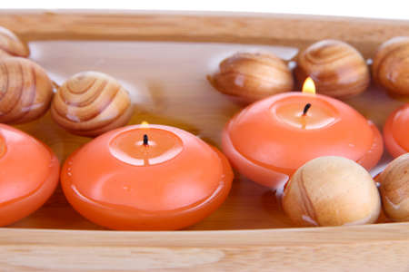 swimming candles: Belle candele in acqua close-up