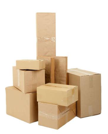 stockpiling: Diversas cajas de cart?n aislados en blanco