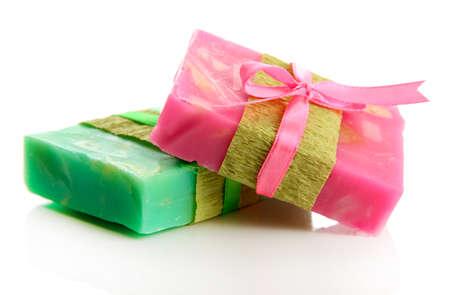 gemaakt: Natuurlijke handgemaakte zeep, geïsoleerd op wit
